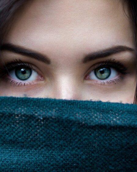 Get rid of dark circles under or around the eyes